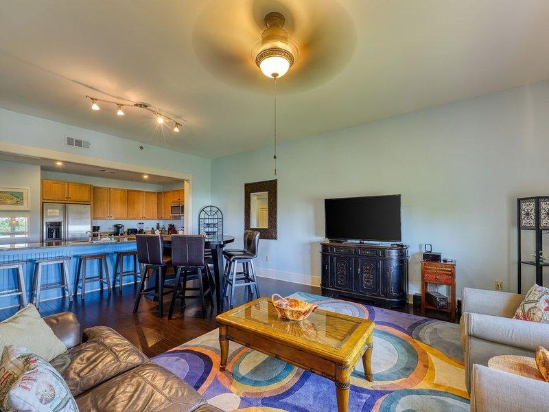 Bold & sophisticated Gulf Coast condo w/ shared pools & private beach access, casa vacanza a Blue Mountain Beach