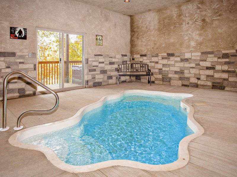 Free Tickets |Pool is Open! Spacious, Private Pool, 1.4 miles to The Island., holiday rental in Pigeon Forge