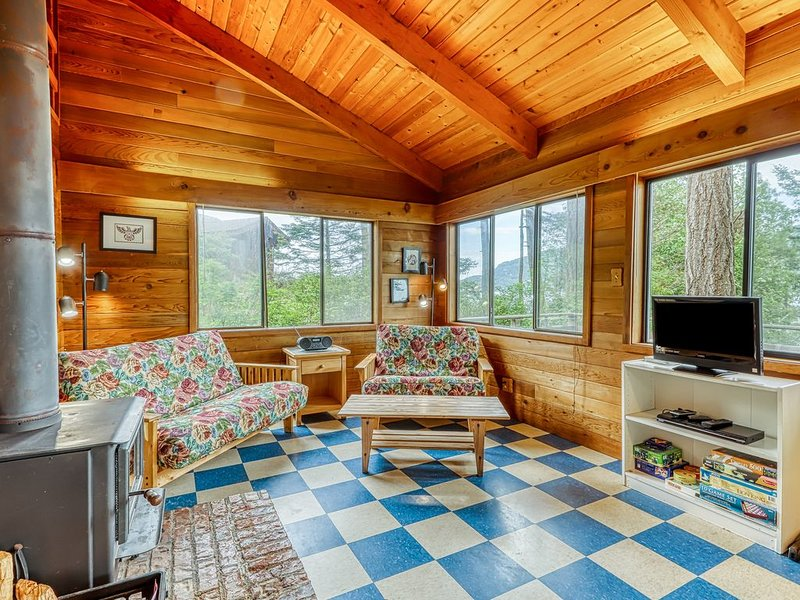 Peaceful and tranquil rustic cabin on the water, vacation rental in Orcas