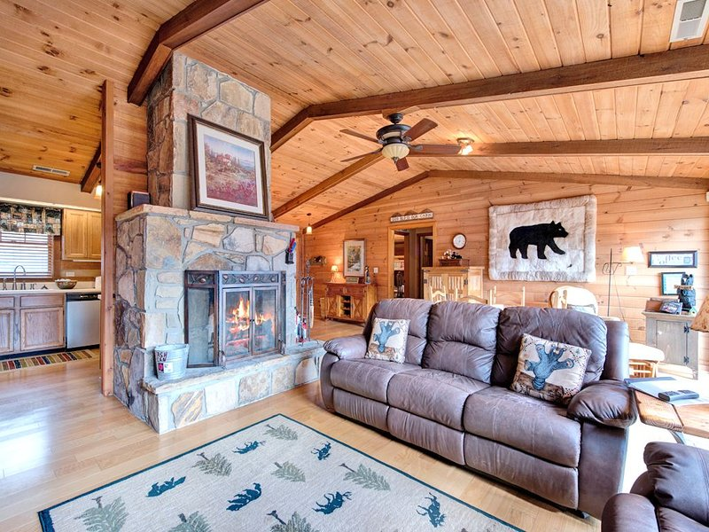 Stretch out and relax - There's plenty of room to stretch out in Resting Bears' living area, whether it's to enjoy drinks and conversation by the glow of the fireplace or to watch a movie on the flat-screen TV.