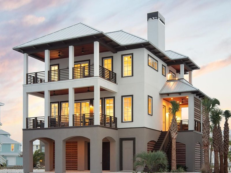 Luxury Sound Front Home on Navarre Beach with Gorgeous Views of the Water!, vacation rental in Navarre