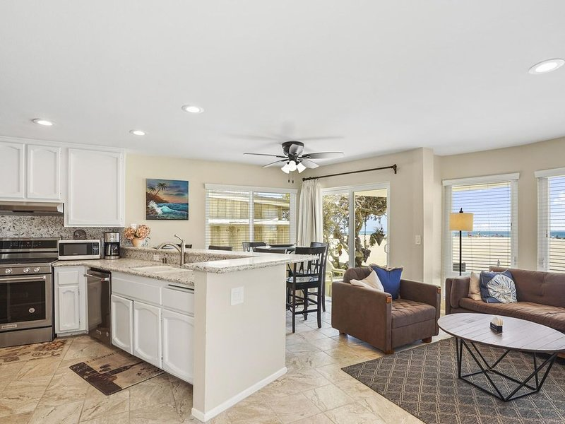 Oceanfront Family Vacation Home, vacation rental in Newport Beach