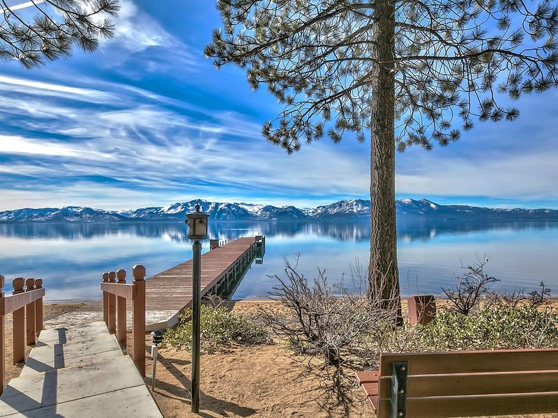 Town Home with Shared Private Beach, Kayak and Paddle Board. – semesterbostad i Zephyr Cove