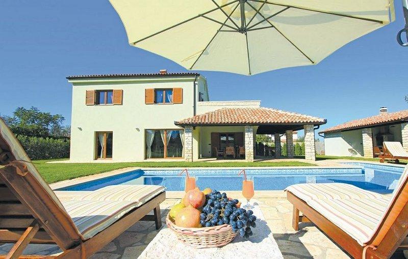 Villa di lusso con piscina e giardino privato, vicino al mare di Pula, Croazia, vacation rental in Fazana