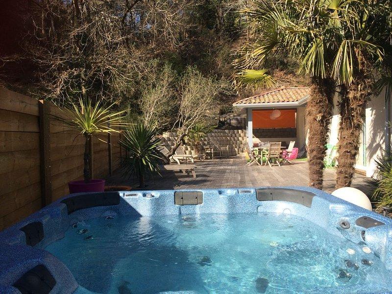 villa au calme climatisée avec spa,golf biscarrosse,proche lac et plage ocean, casa vacanza a Landes