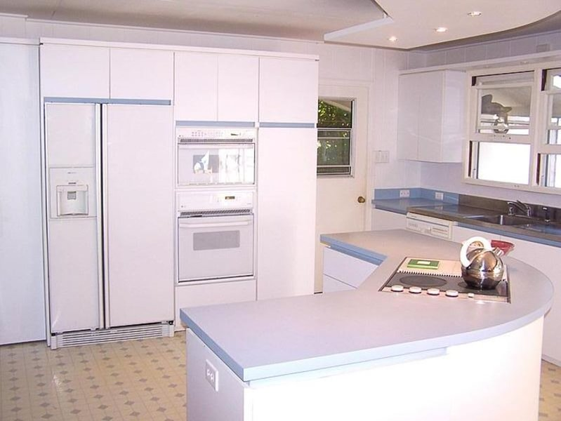 Full Kitchen, oven, microwave, large fridge, cookware, accessories.