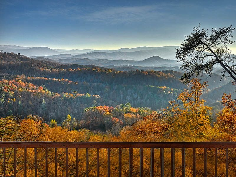 Magnificant ViewSleeps14 ,over Dollywood,minutes from Parkway yet private, vacation rental in Pigeon Forge