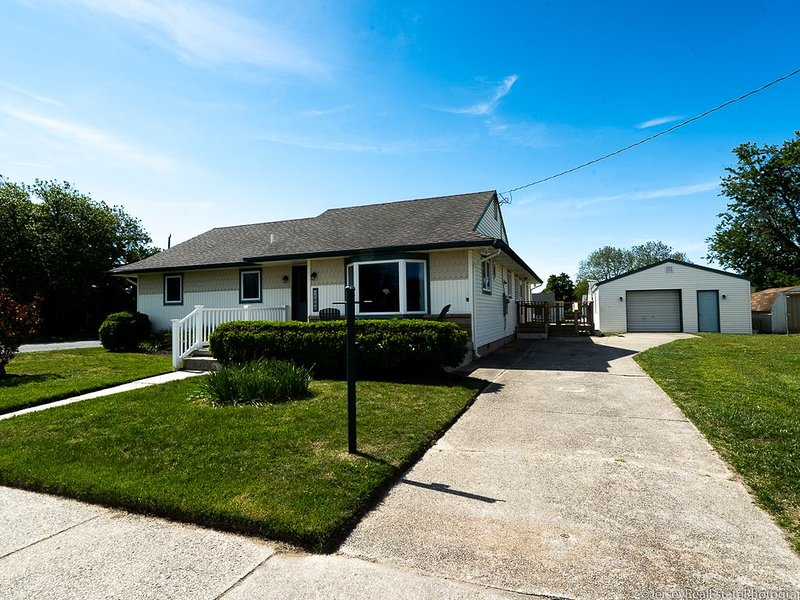 4 Houses to the Beach, holiday rental in Lower Township