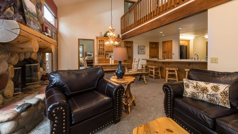 Super Clean, Beautiful Home on River at Aspen Brook - Fishing & Nature Galore, vacation rental in Estes Park