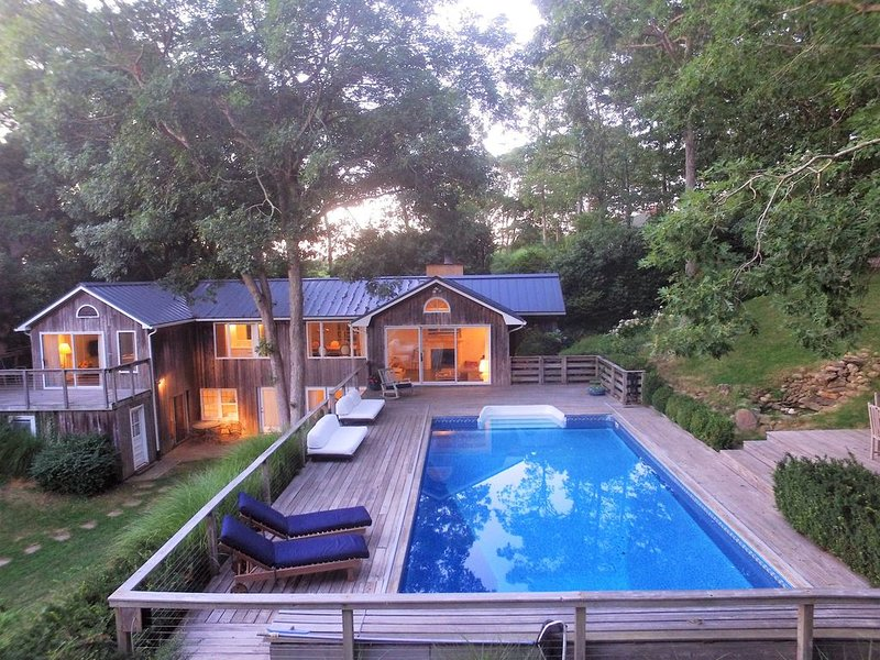 EXCLUSIVE MODERN 4BED, POOL + VIEWS, location de vacances à East Hampton