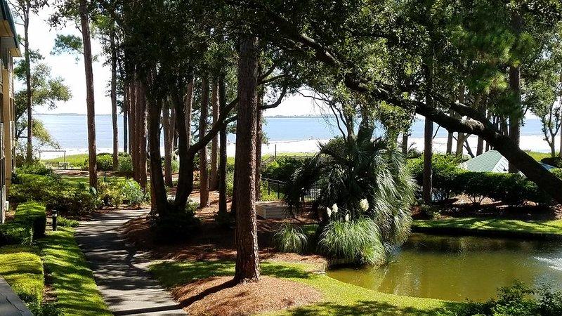 Gorgeous Ocean View and just steps to the Beach!, location de vacances à Parris Island