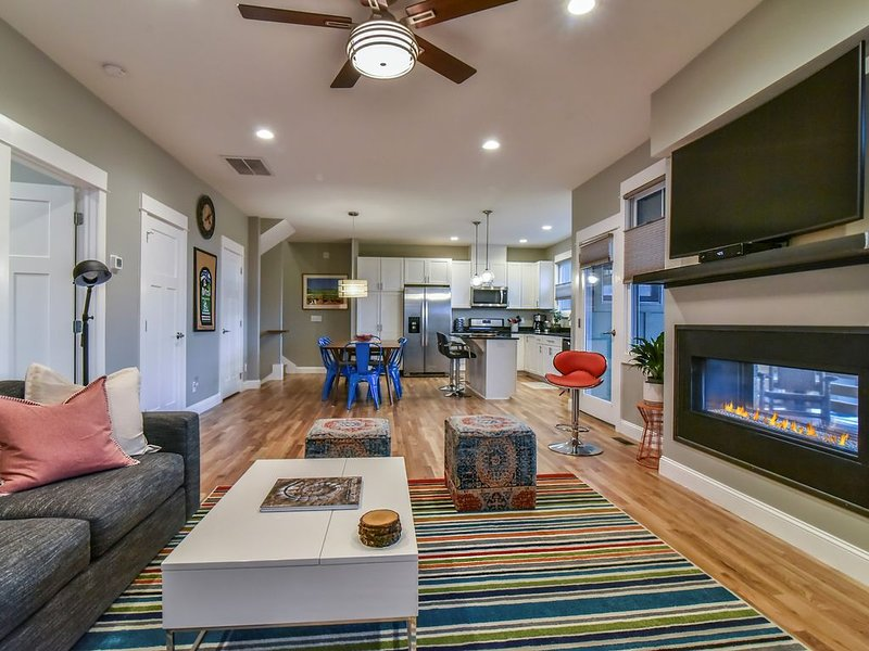 NEW Luxury Townhome, Sleeps 8, Minutes to Downtown AVL, holiday rental in Woodfin