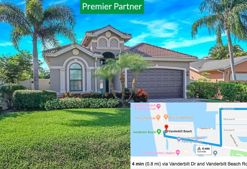 2 Master suites, 4 min to beach w bikes, heated pool w lanai BBQ, holiday rental in North Naples