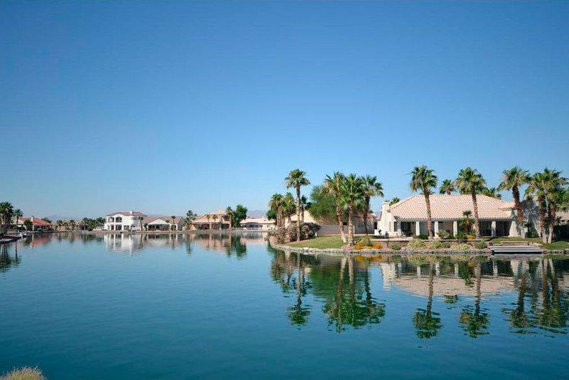 Gorgeous 5-Star Home on the Lake, near Laughlin/Bullhead & Lake Mohave, holiday rental in Bullhead City