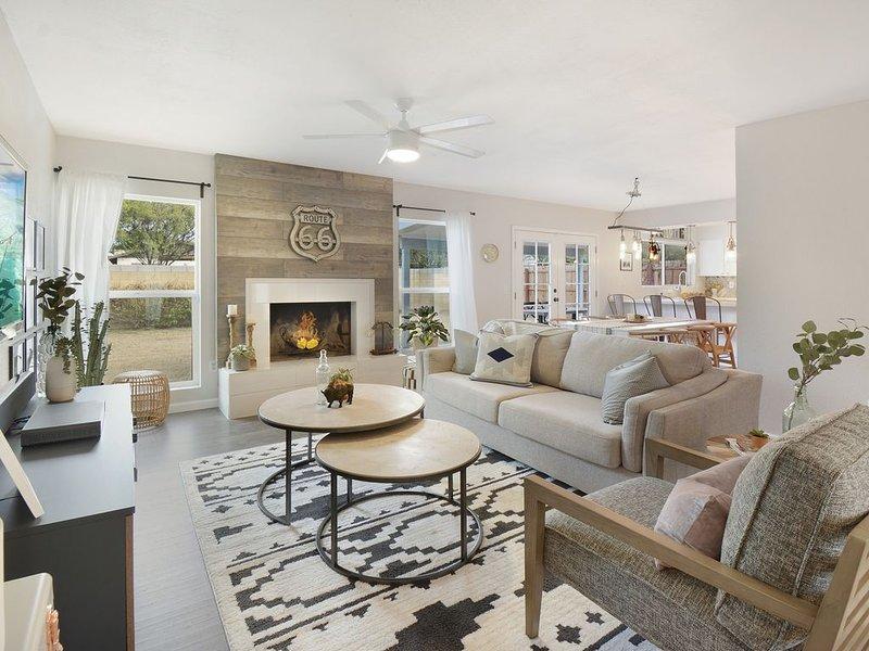 CASA WESTFALL - Professionally designed 3 bedroom with spa!, alquiler vacacional en Tempe