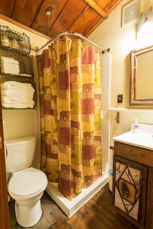 Full Bathroom in Loon Cabin
