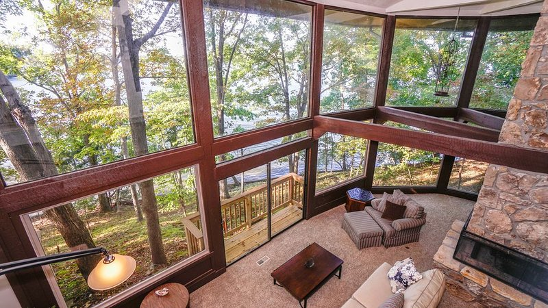 � Your Secluded Retreat on 800 Ft of Lakefront-Private Cove-Massive Deck �, alquiler vacacional en Rocky Mount