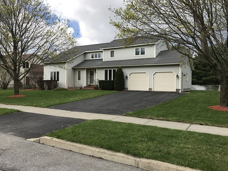 Contemporary 4 Bedroom Family Home in Great South Burlington Location, vacation rental in Williston