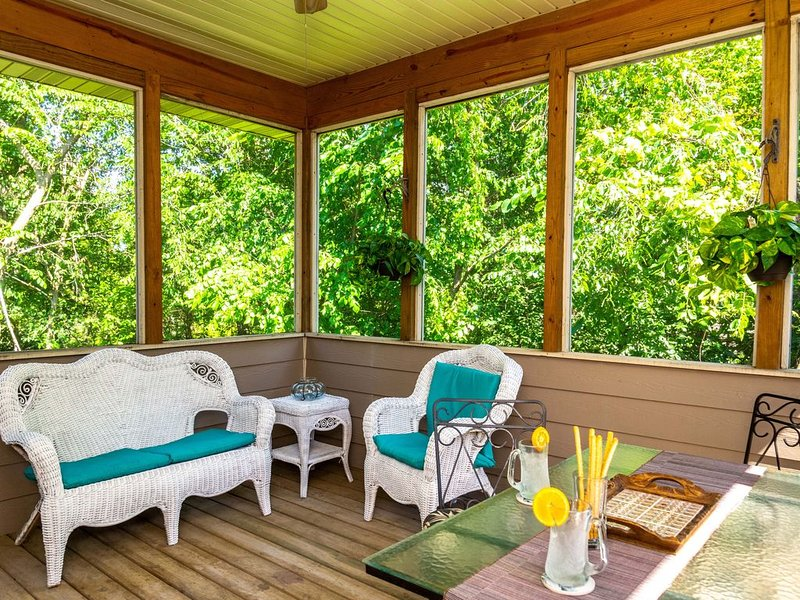 Open, Spacious, Bright, Beautiful Home, Lovely Wooded Area Full of Wildlife, holiday rental in Elizabeth