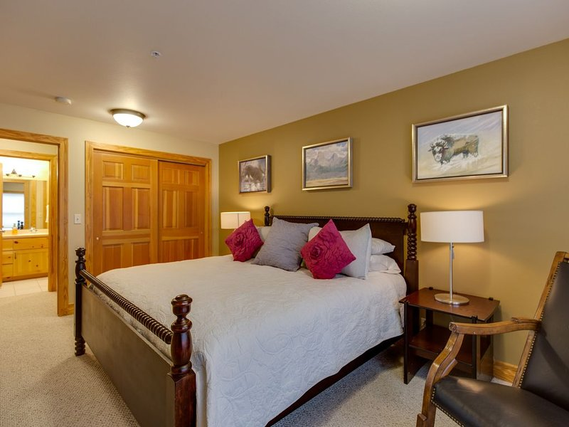 Upgraded & Sanitized! Explore Teton Valley, Yellowstone & GT Parks, Hot tubs!, holiday rental in Driggs