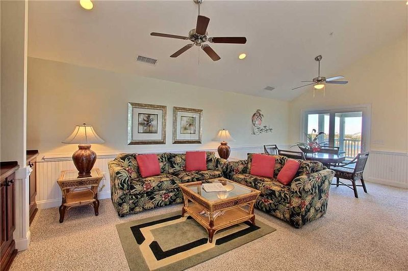 SemiSoundfront Condo in Hatteras, Comm Pool, dock, grill, holiday rental in Hatteras