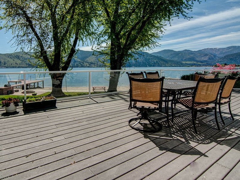 Lakefront home with a private dock, firepit, views, and more!, holiday rental in Manson