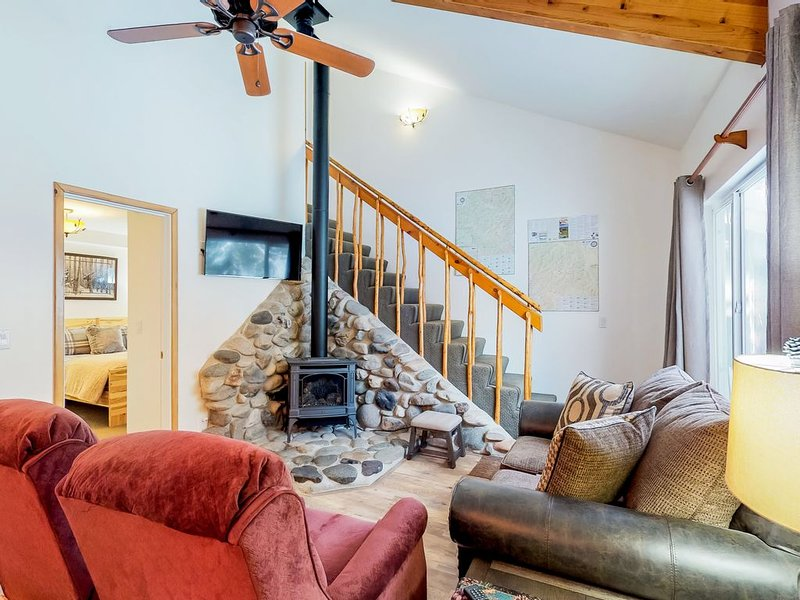Newly updated, dog-friendly condo - close to downtown Ketchum & the ski lifts!, location de vacances à Ketchum