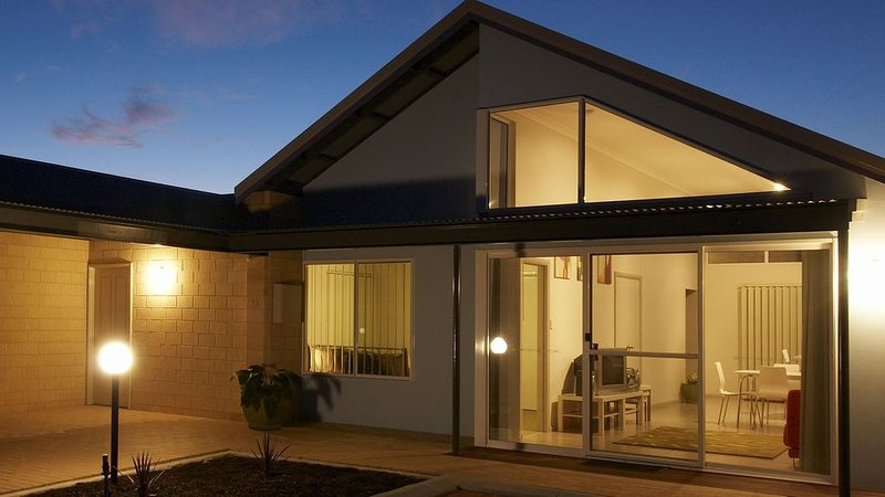Villa 15 - Spacious beachside accommodation, vacation rental in Albany