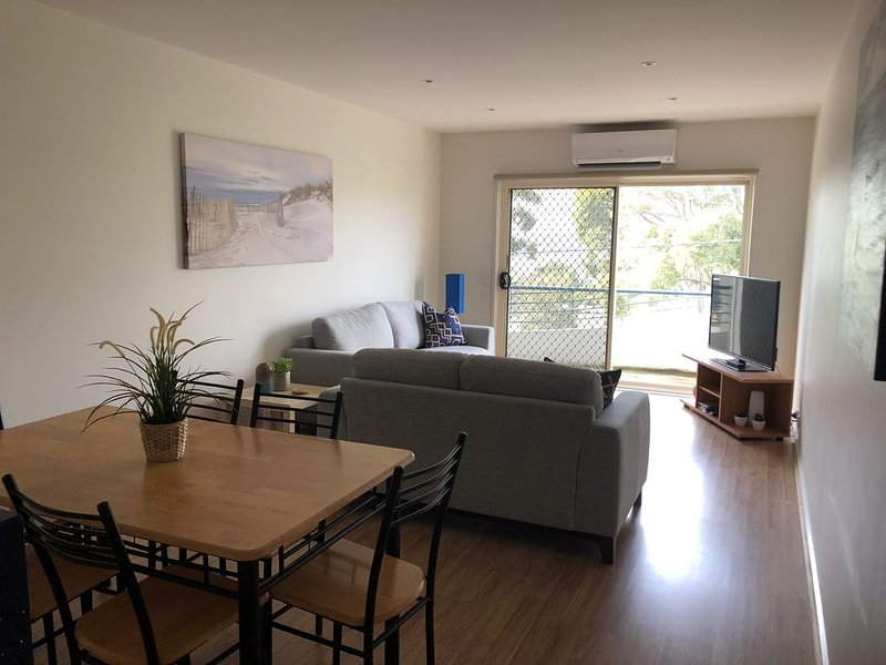 321 * Waves Phillip Island. FREE WIFI & LINEN, casa vacanza a Cowes