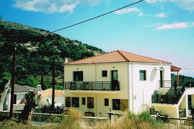 Detached Villa with Pool - 1 Bedroom Family apartment: (sleeps 4), vacation rental in Ratzaklí
