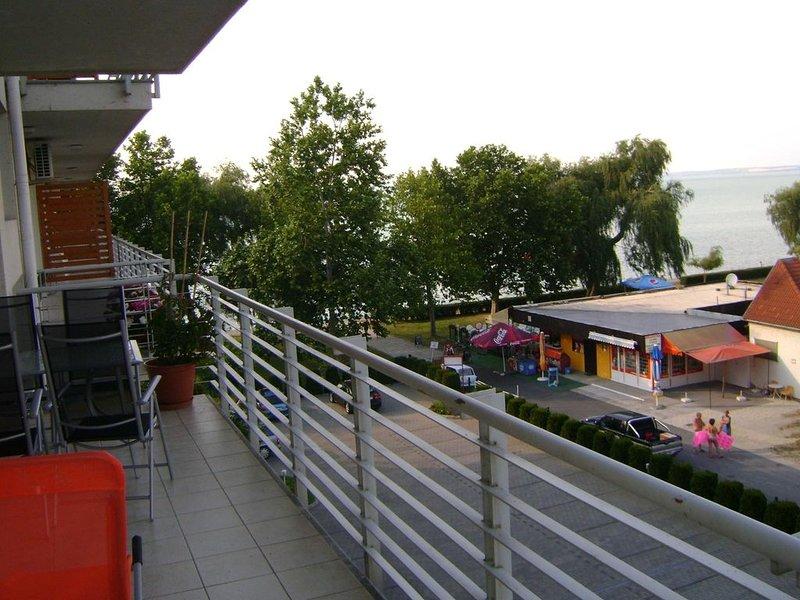 Appartement mit Blick auf den Balaton, direkt am See, Klimaanlage, frei WIFI, aluguéis de temporada em Siofok