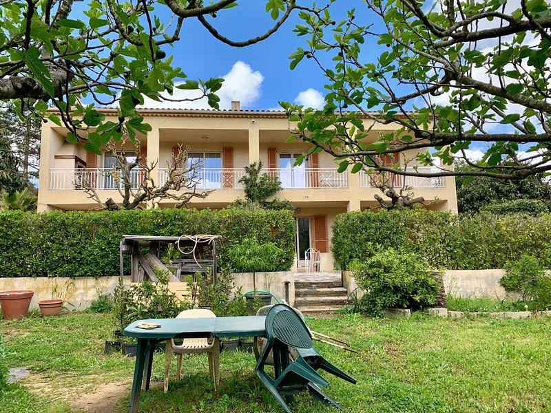 Spacieux haut de villa à la campagne proche d'Ajaccio et de la mer, aluguéis de temporada em Appietto