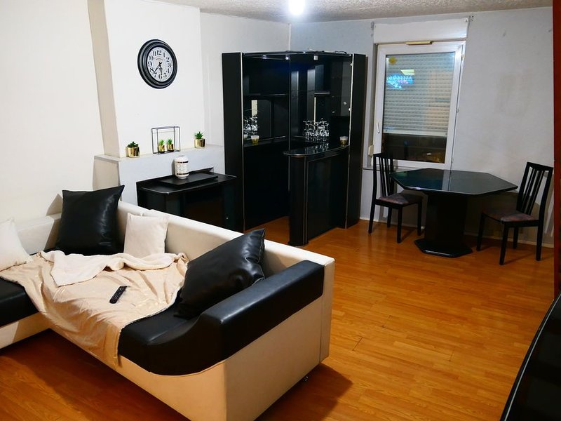 Appartement DUPLEX - 2 chambres - 6/7 personnes, vacation rental in Anzin