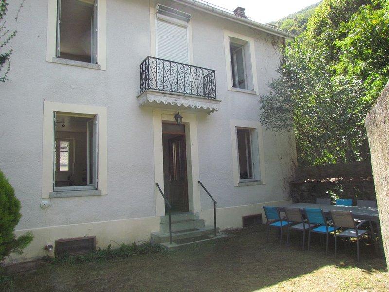 Agréable maison de ville avec jardin, holiday rental in Bagneres-de-Luchon