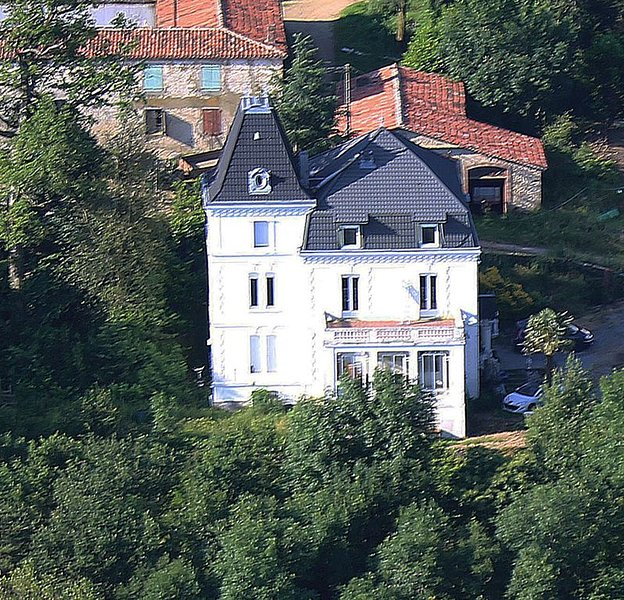 location de vacances, avec piscine, entre Montpellier et Toulouse, 9 chbres 6 sd, casa vacanza a Mazamet