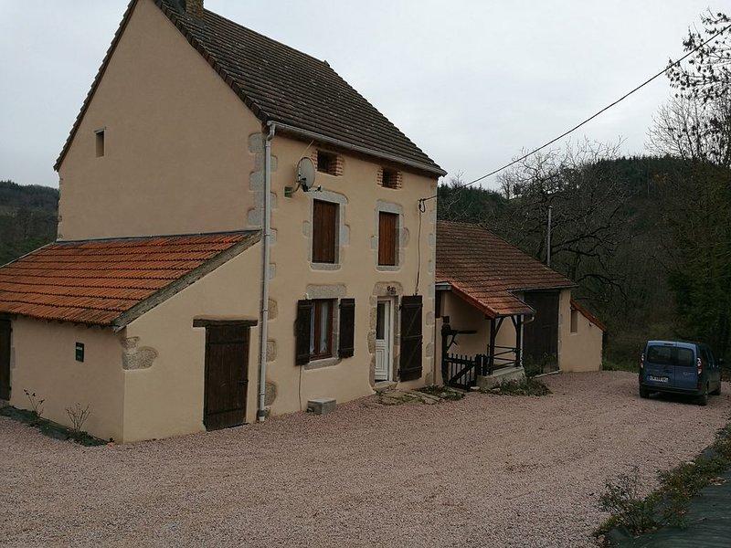 Charmant gite au coeur de la montagne Bourbonnaise, holiday rental in Saint Bonnet des Quarts