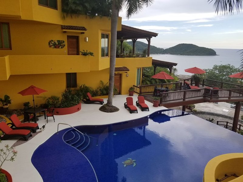 Beautiful Preciosa on The Bay Small Exclusive Boutique complex with 10 Villa's, holiday rental in Zihuatanejo