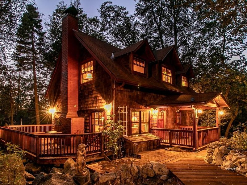 Beautiful Storybook Home By The Creek 3 bedrooms/2 baths - Magnificent!, alquiler de vacaciones en Idyllwild
