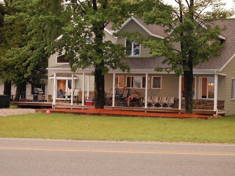 Silver Lake & Sand Dunes - Enjoy life on the lake or off road in the sand dunes., holiday rental in Mears