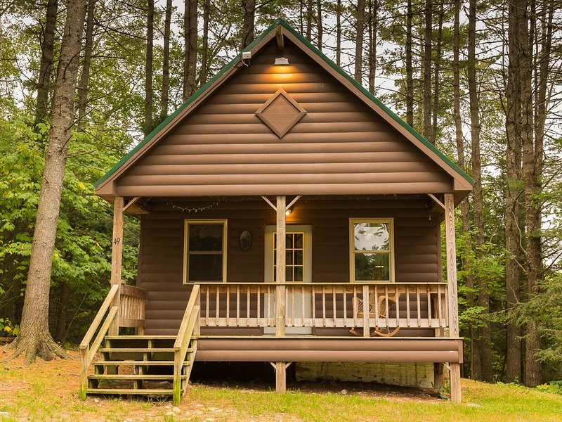 Fantastic 4 Season Cabin across from the Kennebec River, vacation rental in West Forks