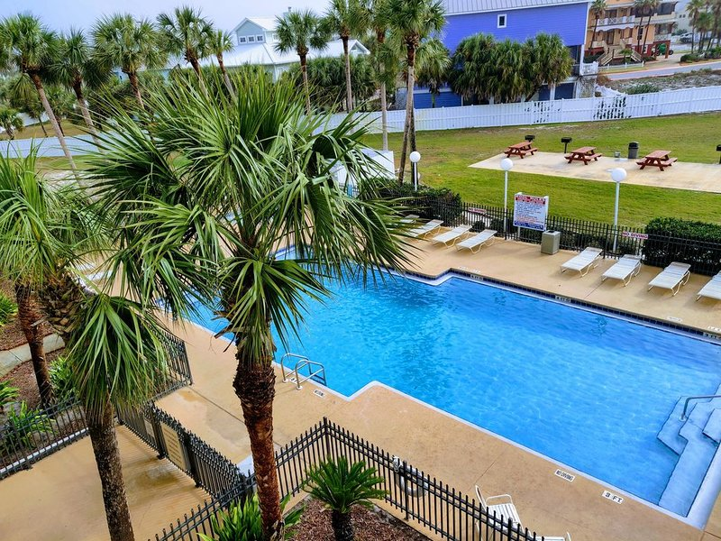 Family friendly one bedroom/one bath In Grand Caribbean East, holiday rental in Pensacola
