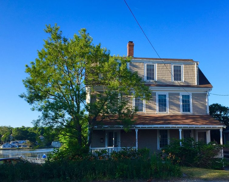 That Old House?!? Historic Beach House on Pond Across from Crescent Beach, holiday rental in Weymouth