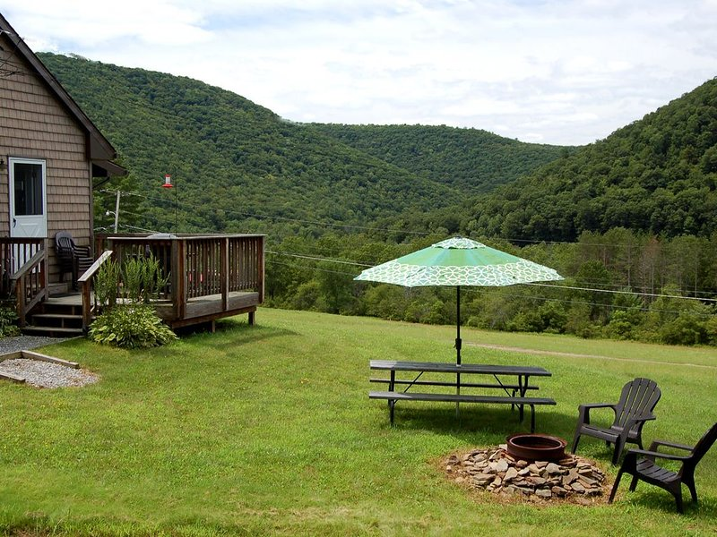 Misty Pines Whitetail- Lodging With A Marvelous View In Elk Country., holiday rental in Benezette