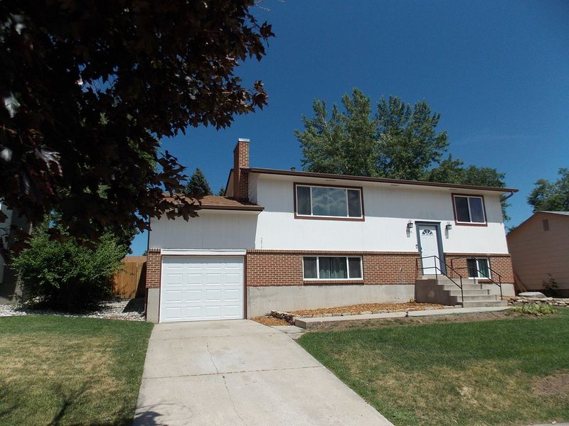 Safe and Centrally located Charming Home !!  Close to AF, Great Family Area., holiday rental in Cimarron Hills