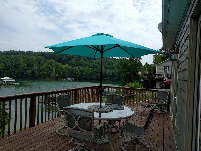 Norris lakefront home with covered boat dock, alquiler de vacaciones en Sharps Chapel