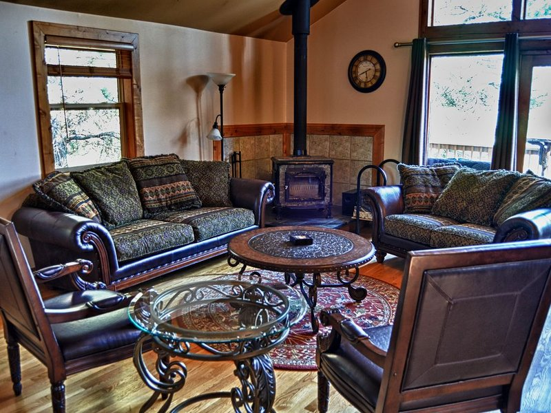 ARTIST'S ECCLECTIC HACIENDA!! Come enjoy our slice of paradise!, holiday rental in Pagosa Springs
