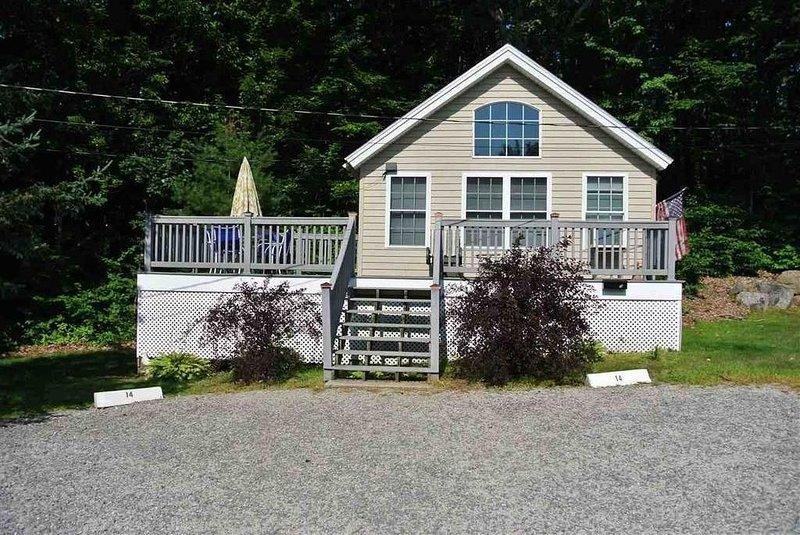 Cozy 3 Bedroom Cottage on Lake Winnipesaukee!, holiday rental in Laconia