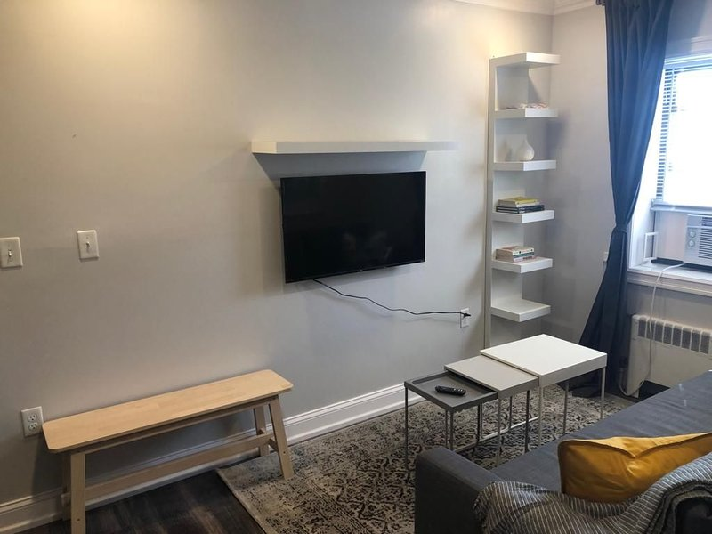 1703 3E · Incredible 2bed Apt-20 min to NYC/Parking Avail., holiday rental in Secaucus