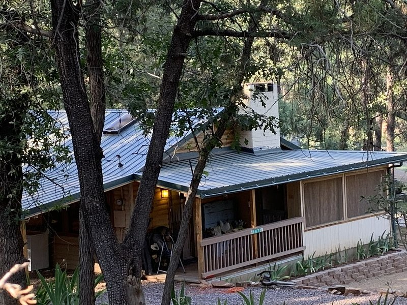 Private Darling Cozy Cabin in The Tonto National Forest, vacation rental in Pine