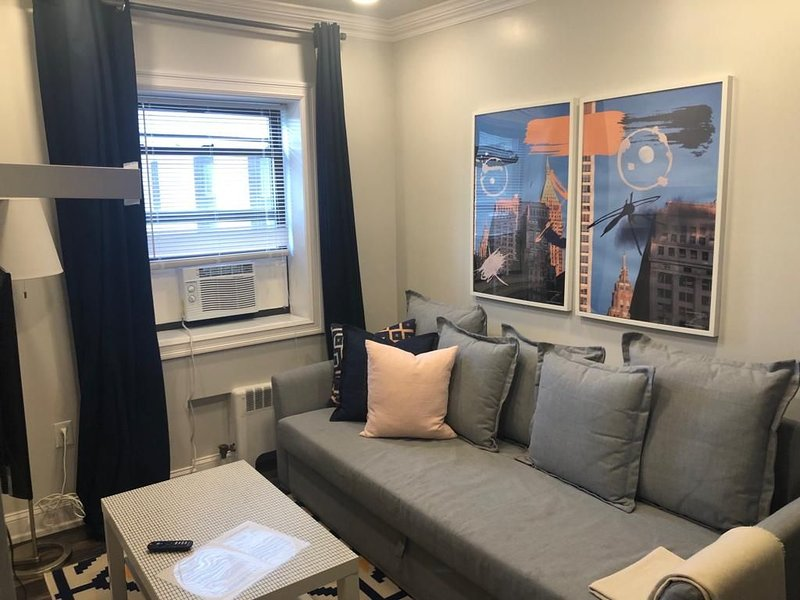 1703 2H · Splendorous 2bed Apt/20 min to NYC-Parking Avail, vacation rental in Union City